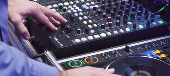 De Trouw DJ is niet cool.