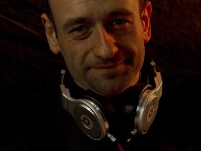 Een zeer tevreden, en bijna perfecte, DJ.