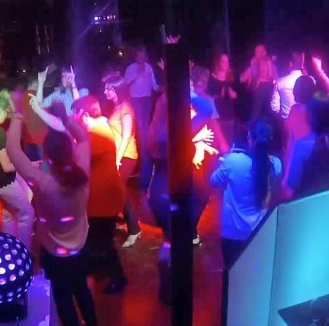 DJ op een Bedrijfsfeest